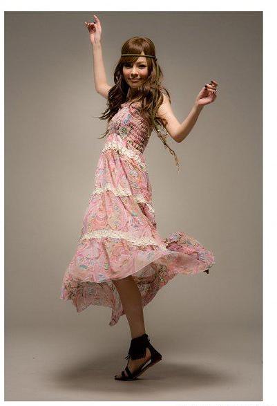 оптом Длинное платье красного с печатными цветками.